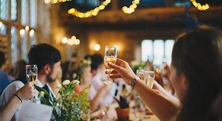 結婚式は派手じゃないとだめ?品質にこだわる地味婚はいかがですか?