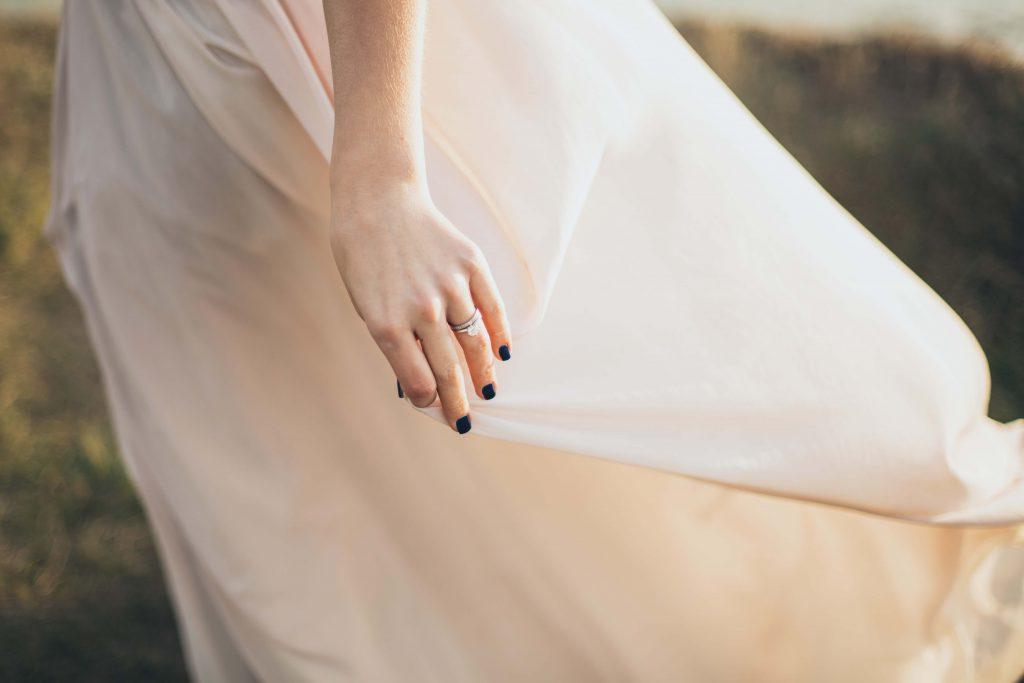3.生地感でドレスを選ぶのもアリ