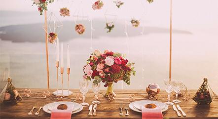 おしゃれな花嫁たちは会場コーディネートまでこだわる!人気のテーブルコーディネートを紹介
