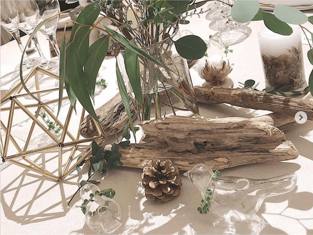 流木を活かしたナチュラルウッドテイストのおしゃれなゲストテーブル