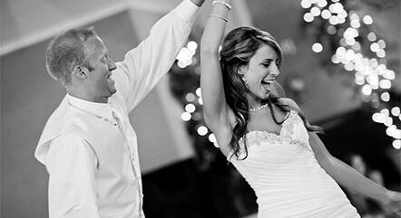 アットホームな結婚式だからこそ出来る、ゲストと楽しむ参加型の演出 6 選