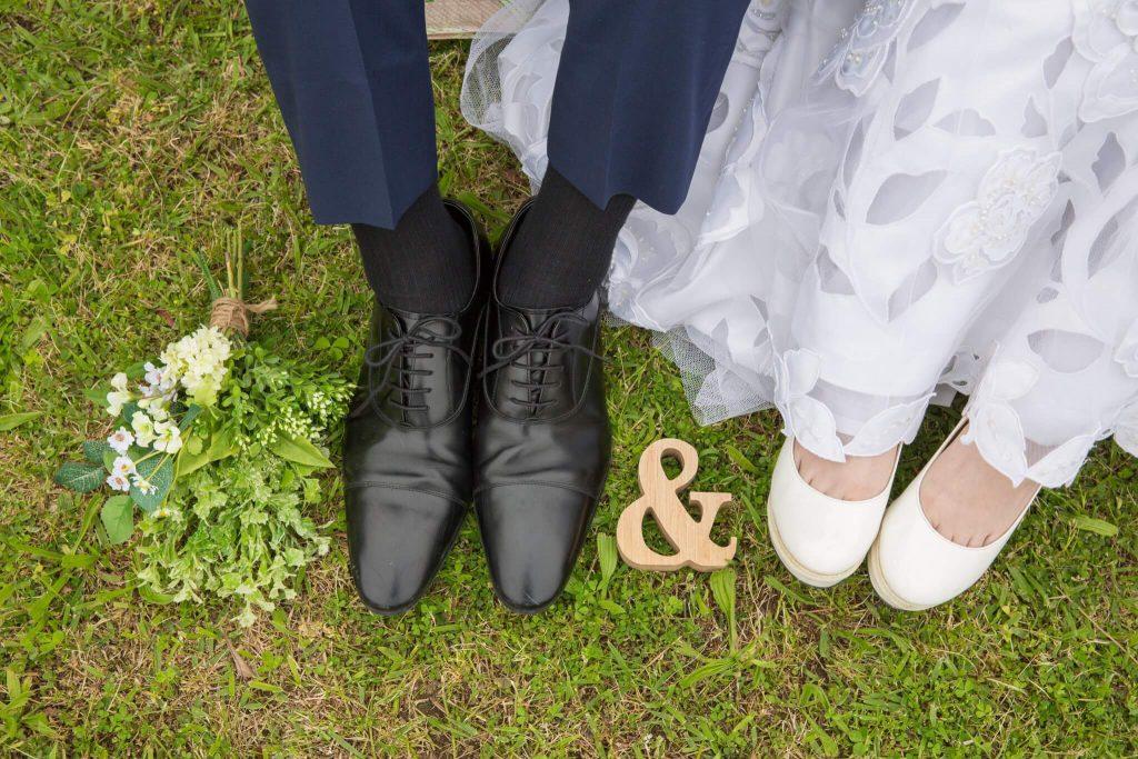 ブライダルシューズ選びで足の先までこだわりの花嫁姿を